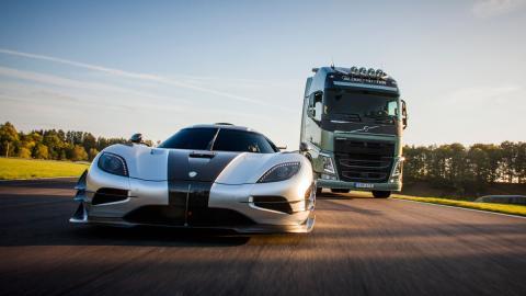 Volvo FH vs Koenigsegg Agera One