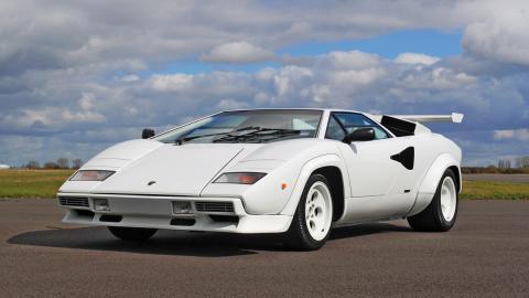 Lamborghini Countach delantera