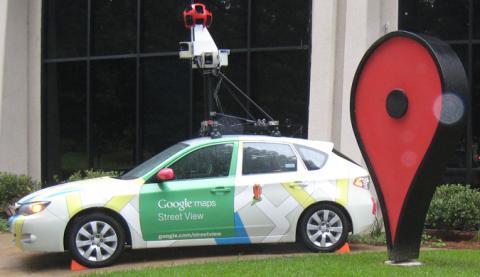 El coche de Google Maps se estrella en Serbia