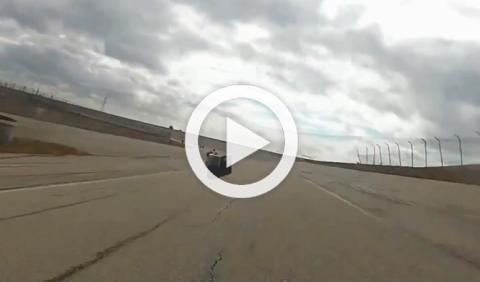 Vídeo: una cámara GoPro golpea a un motorista