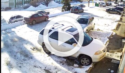 La forma más larga y difícil de sacar tu coche de una plaza