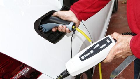 Diez razones por las que no cuaja el coche eléctrico