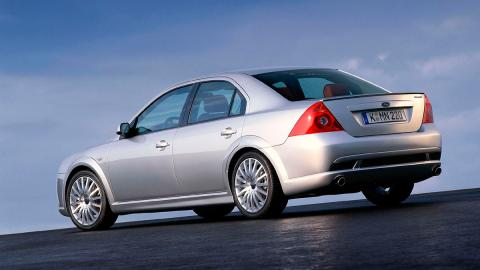 Ford Mondeo ST220 - Trasera