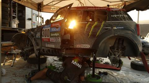 Nani Roma, fuera del Dakar 2015