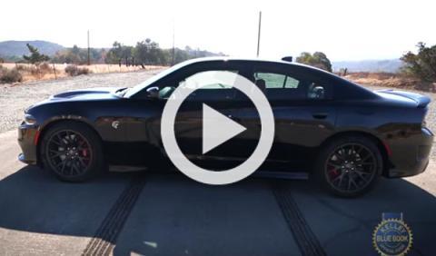 Literal: Dodge Charger Hellcat 2015... ¡quema el asfalto!