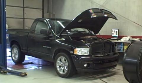 Vídeo: Dodge Ram revienta una rueda en el banco de