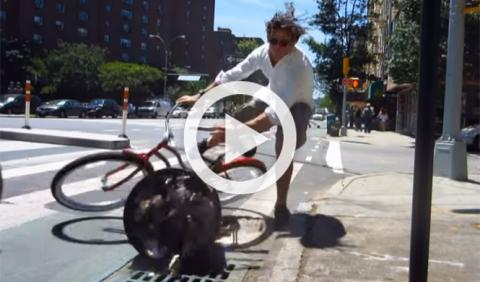 Vídeo: un ciclista demuestra por qué no usa el carril bici