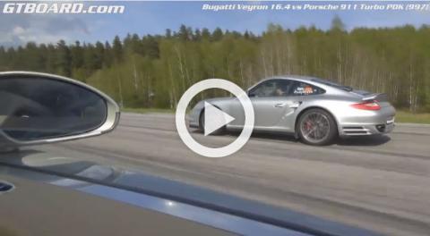 Vídeo: un Bugatti Veyron quita las pegatinas a un 911 Turbo
