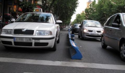 Los taxistas se niegan a esperar en las paradas de viajeros