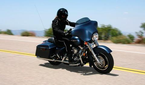 Harley-Davidson ofrece recorrer Europa en moto y ¡cobrando!