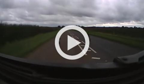 Vídeo: le atropella un camión de 40 toneladas y sale ileso
