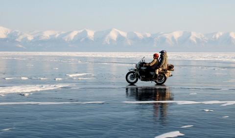 'The Ice Run', una loca aventura en moto por Siberia