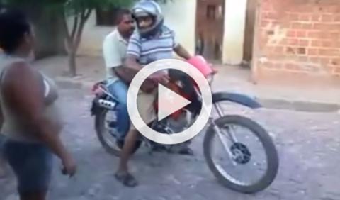 Montan en moto borrachos, pero el karma siempre está ahí