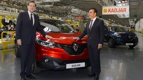 Mariano Rajoy y Carlos Ghosn con el Renault Kadjar