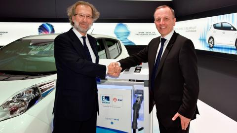 Acuerdo entre Nissan y Endesa - estrechar manos
