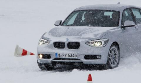 El BMW Serie 1 sedán, fotografiado en pruebas