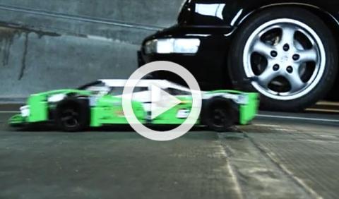 Vídeo: un coche de Lego se enfrenta a un Porsche 911