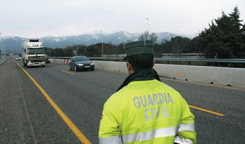 Guardia Civil sancionado por no someterse al alcoholímetro