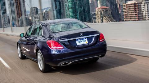 Mercedes C350e trasera exterior dinámica