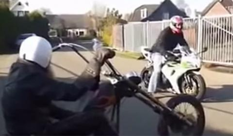 Vídeo: Honda CBR 1000 contra chopper rat-bike
