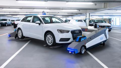 Ray, el robot que 'conduce coches' en la fábrica de Audi