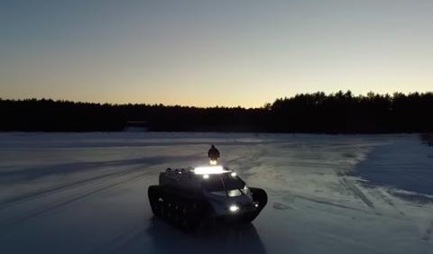 Ripsaw EV2: ¡drift con una máquina quitanieves extrema!