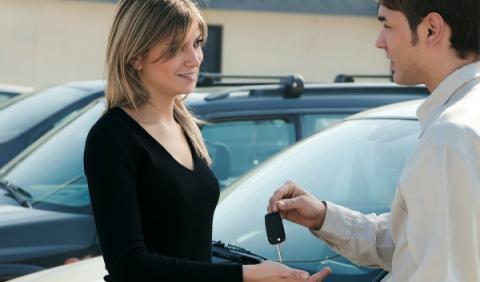¿Vas a financiar tu coche? Te explicamos la 'letra pequeña'