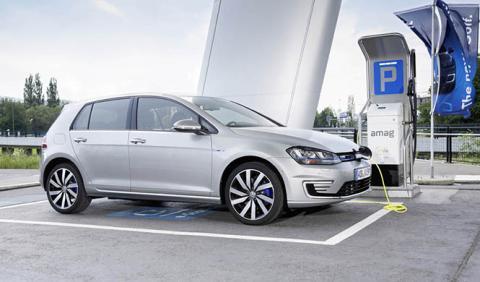 VW ya sabe cómo superar a Tesla en autonomía