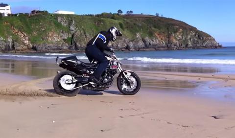 Vídeo: Narcís Roca haciendo stunt en la playa