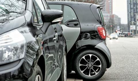 smart-fortwo-coupe-turbo-aparcar-atravesado-trasera-peq