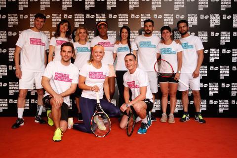 Tenistas y celebrities juegan al tenis en un evento solidario