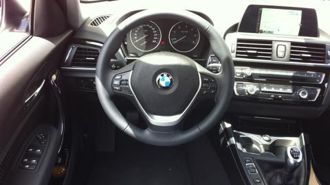 BMW 116 EfficientDynamics Edition 2015 habitáculo