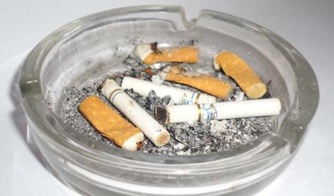 Increíble: colillas de cigarros para los coches eléctricos