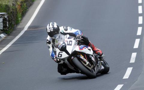 Michael Dunlop se cambia de marca a mitad de TT