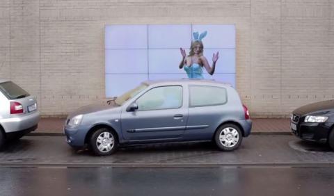 Fiat te ayuda a aparcar con su valla publicitaria