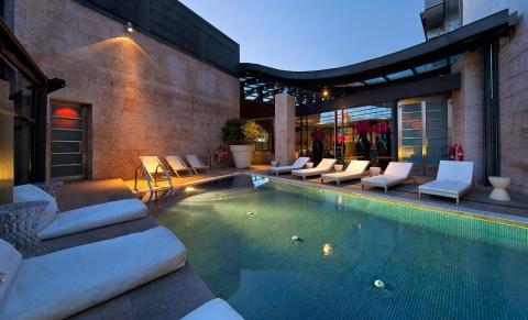 Terraza del Hotel Urban, Madrid con KYMCO