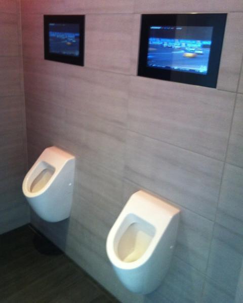 Urinarios con TV en las 24 H de Le Mans 2015