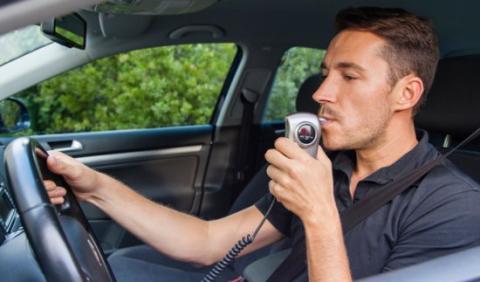 ¿Ir a la cárcel o poner un Alcoholock en el coche?