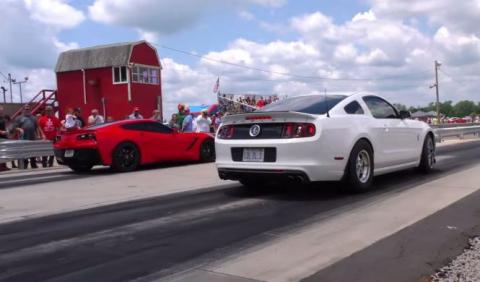 Drag Race de cuidado: Corvette Stingray C7 vs Mustang GT500