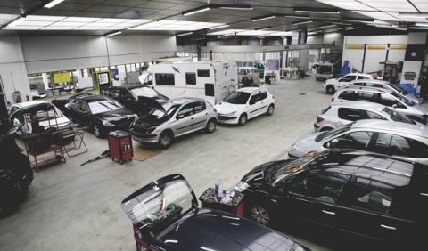 Un coche pasa 10 días en el taller por un golpe de chapa