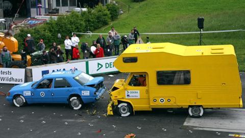 Crash-test a caravanas: el riesgo no descansa en vacaciones