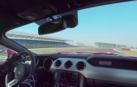 Vuelta a Silverstone en un Ford Mustang V8