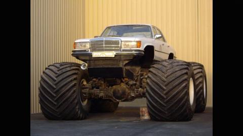 Monster truck ruedas gigantes mercedes