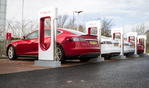 Tesla detecta abusos en sus superestaciones de carga