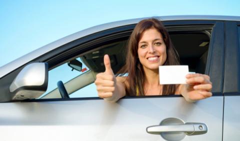 ¿Cuánto cuesta sacarse el carné de conducir?