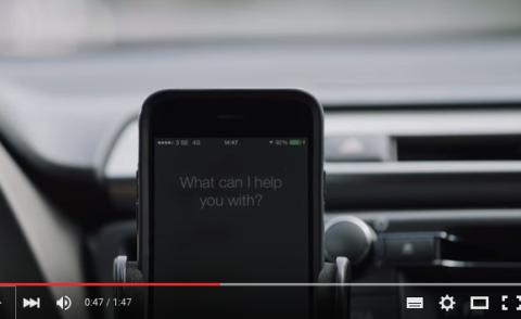 ¡Cuidado! Toyota controla tu móvil mientras conduces