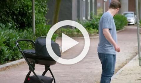 VW crea un cochecito de bebé que sigue los pasos del padre