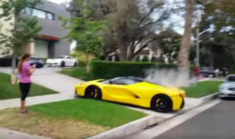 Vídeo: este Ferrari LaFerrari acaba con un calentón