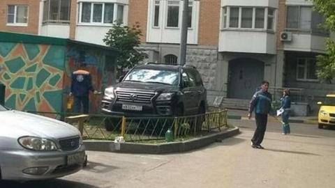 castigo-conductores-aparcan-mal-valla