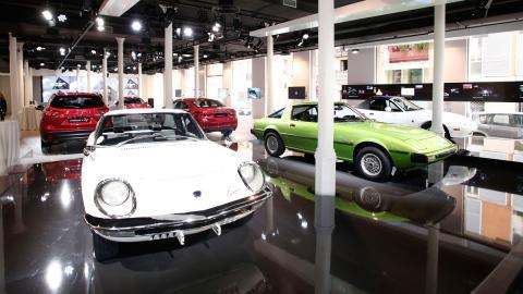 95 años Mazda Space